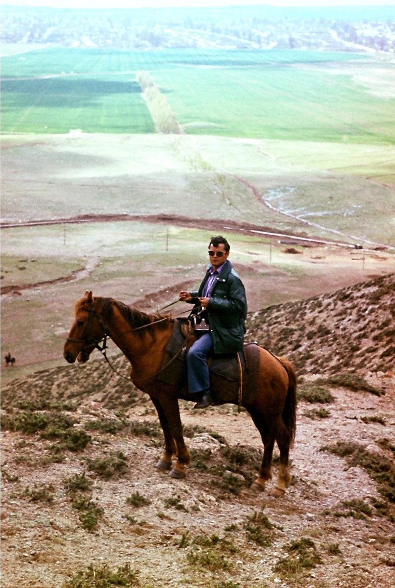 фото 26 - Рашид Чикаев, Иссык-Куль, в предгорьях у ущелья Кырчин, 1981 г.