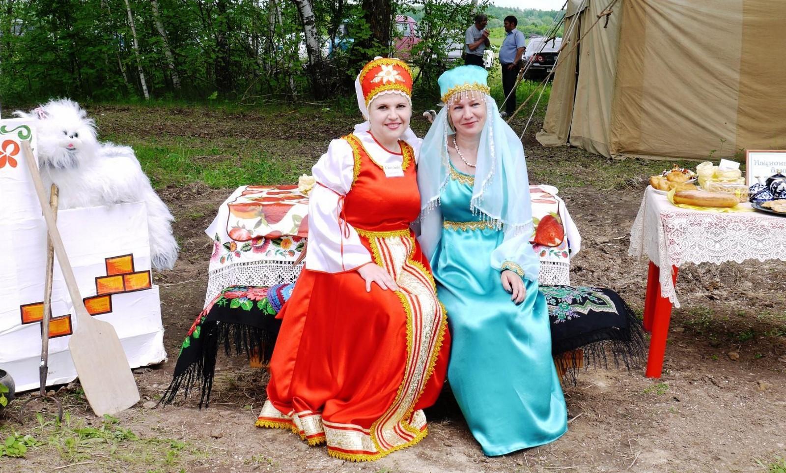 Sabantuy-2016-yarmarka-umel'tsev-563-Bastanovo