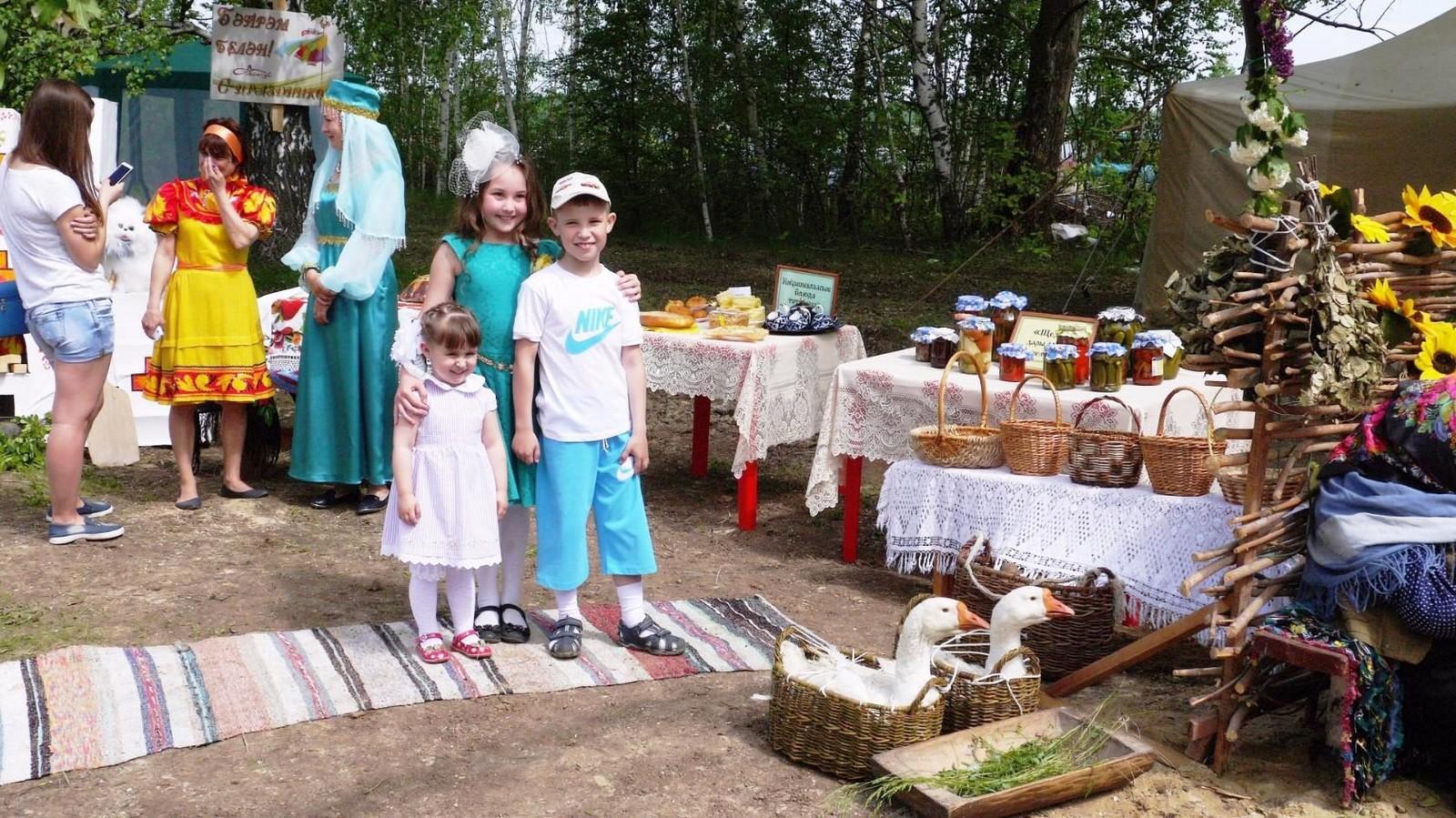 Sabantuy-2016-yarmarka-umel'tsev-611-Bastanovo