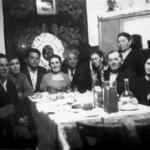 Справа налево: стоит Клеблеева Шаида-тай, Канеева Сария, Чикаев Х.Ф., Тынчерова Алия Ганиевна.